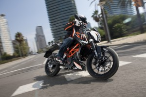 2013-ktm-390-duke-is-real-and-looks-great-video_2