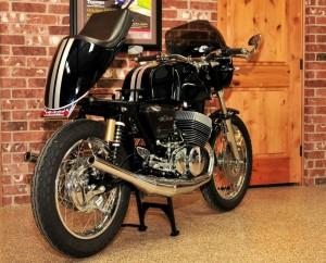 interesnyi-motocikl-kafe-ryeiser-suzuki-gt500-ot-masterskoi-cycle-sports-984x656-92298