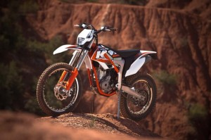 krossovyi-motocikl-ktm-freeride-350-proshel-sertifikaciyu-v-ssha-984x656-17462